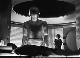 Gort tries to bring Klaatu back to life.